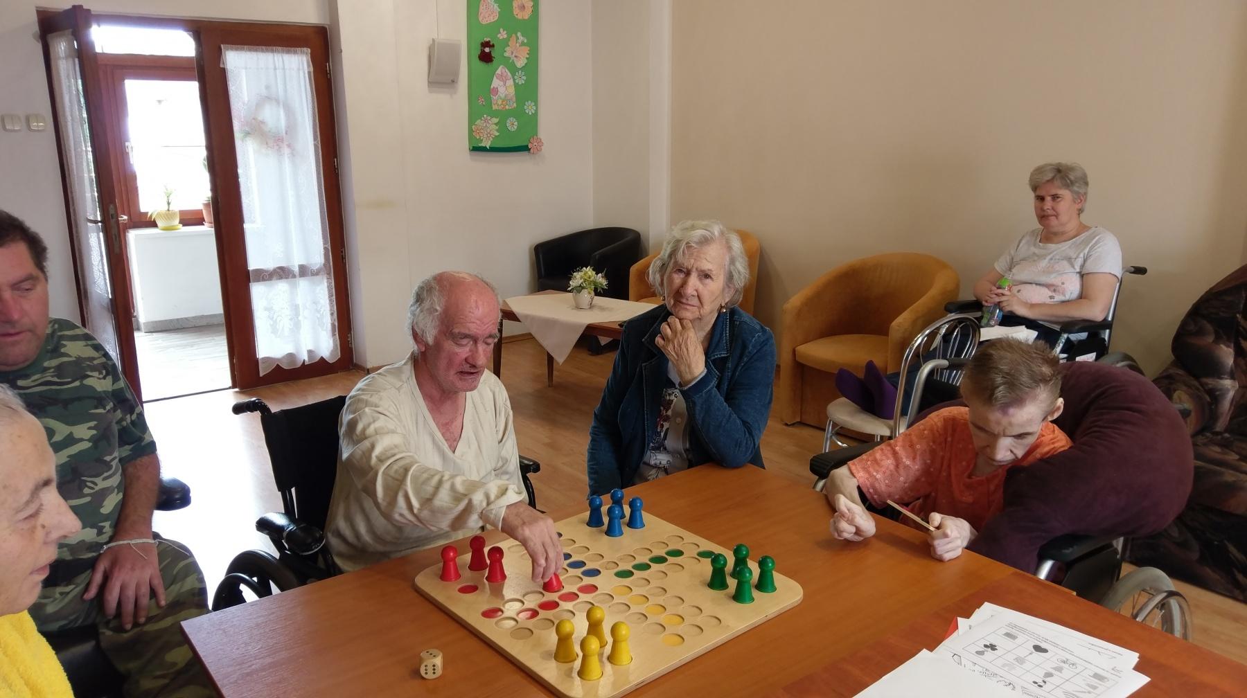V-Dome-pokojnej-staroby-vo-Veľkom-Šariši-sú-seniori-aktívni-9