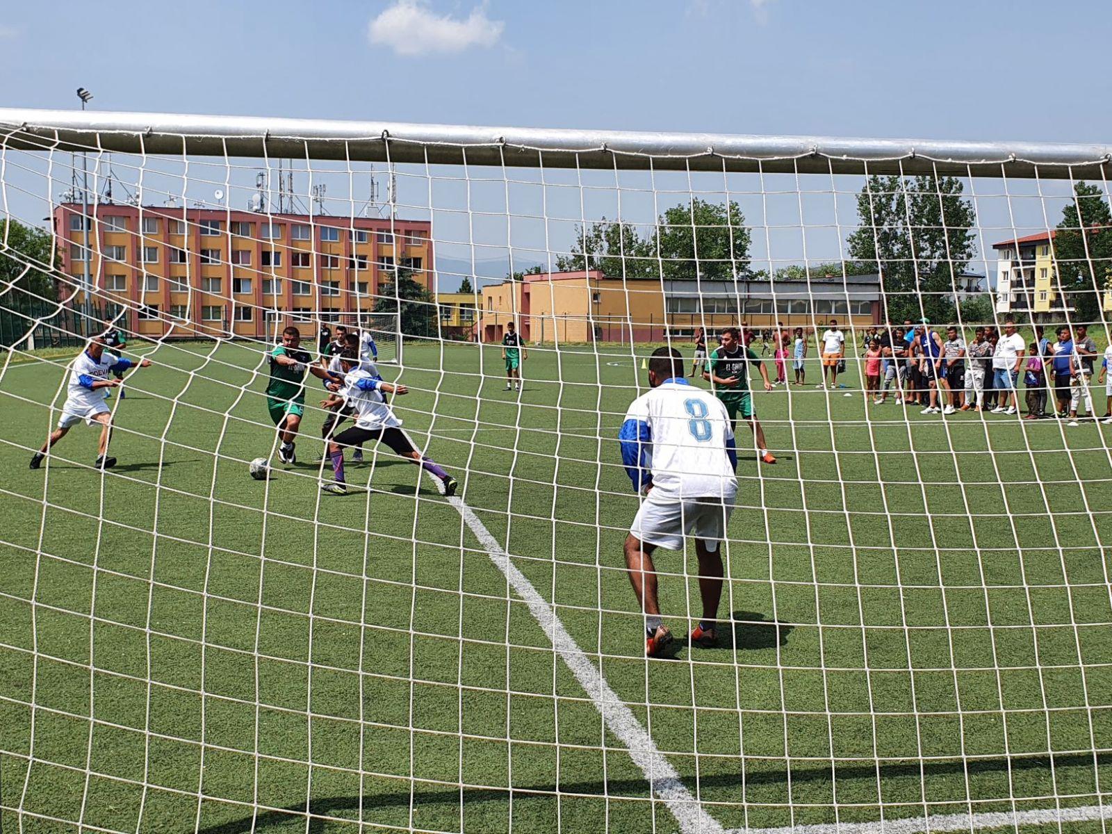 Futbalovy-turnaj-spojil-miestne-komunity-21