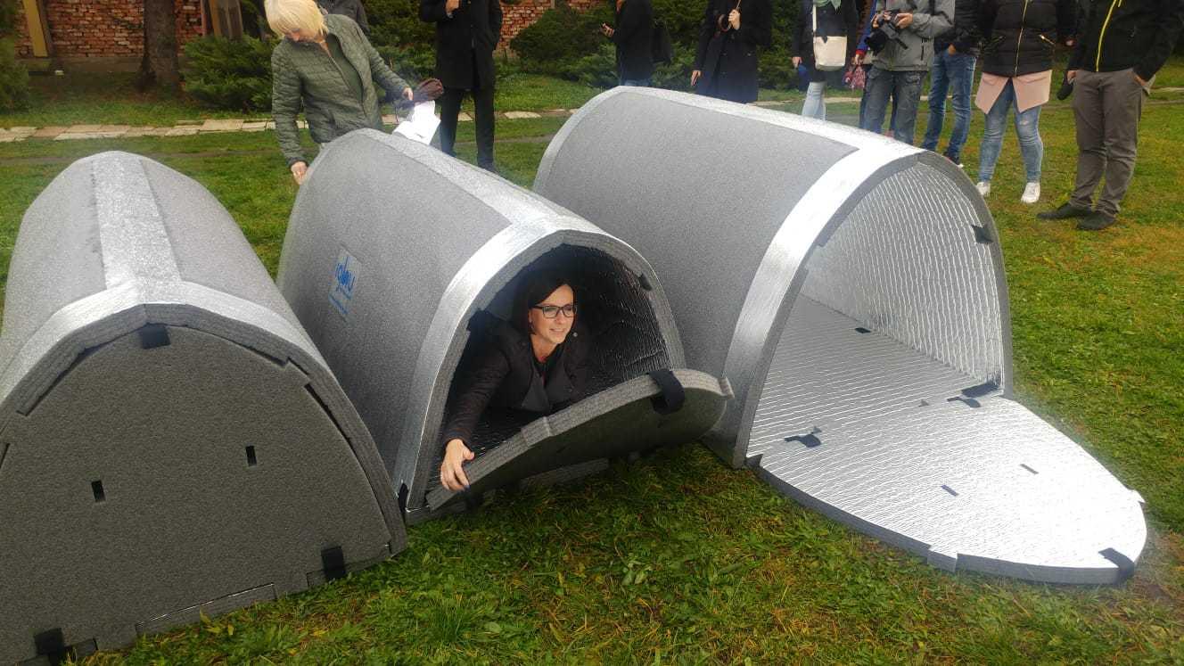 V-Košiciach-máme-3-nové-núdzové-prístrešky-pre-bezdomovcov-v-tvare-iglu9